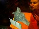 А это камень в форме головы дракона, он дал имя колодцу.