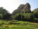 Утес Лошадиной головы. Здесь плантации самого лучшего в пейзажном районе чая.