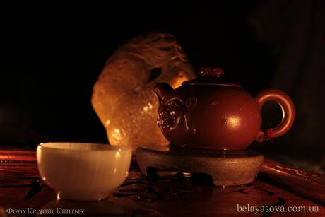 """Чайная студия """"Белая сова"""" объявляет набор в школу чайного мастерства. обучение проходит в помещении студии. Основные темы курса:  Традиция чаепития в Китае. Происхождение чая. Легенды. Пинча дегустация чая. Классификация чая. Ферментация. Форма листа. Древний способ приготовления чая. Огонь и вода. Классификация улунов – чайное совершенство. Чайная церемония Гунфу ча. Практические занятия для каждого, проходящего обучение."""